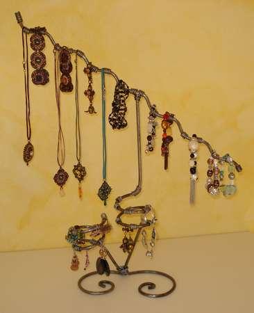 Pr sentoirs de bijoux en fer forg d 39 art - Fabriquer un presentoir a bijoux ...